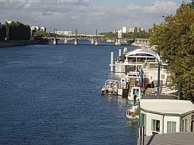 ルヴァロワ橋からセーヌの鉄道橋を望むdownsize