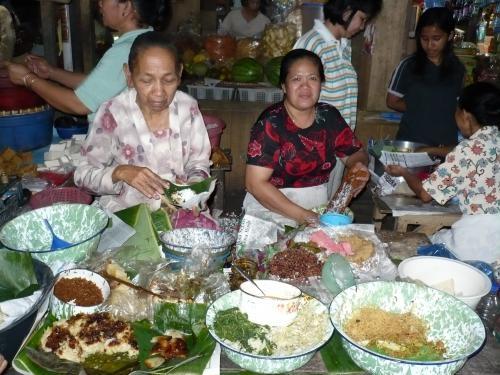 ワルンラナン市場の女性商人たち
