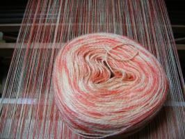 りんごとアリザリンの絣染めの糸
