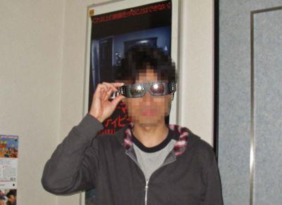 メガネの上に3Dメガネ