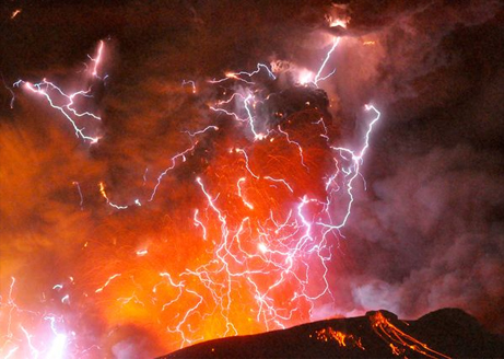 japan-volcano-kirishima-lightning-3_31752_big.jpg