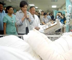 インラック首相写真 ハジャイ爆弾テロ