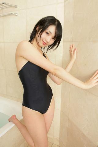 momo_itou_bwh1115.jpg