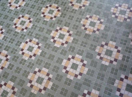サンルーム床のモザイクタイル