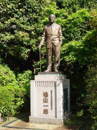 鳩山一郎銅像