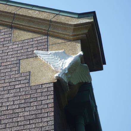 鳩山会館壁の鳩
