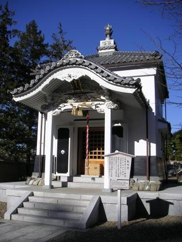 釈迦堂の隣り
