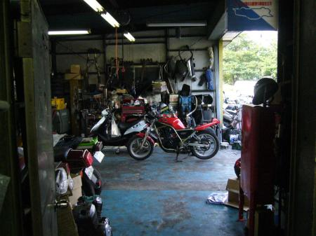 SRX250 in バイク屋1