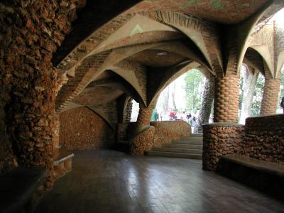 コロニア・グエル地下聖堂5