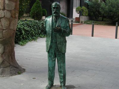 ガウディ銅像