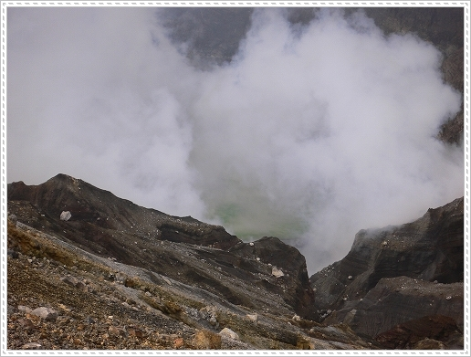10.04.30  阿蘇中岳火口