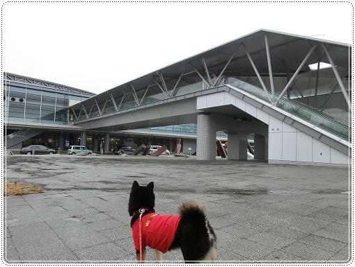 12.03.05 空港見送り 002