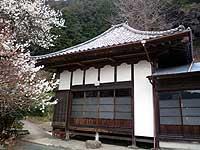 建康寺参道口の地蔵・石碑と本堂