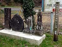梅林三叉路の道標と石仏群