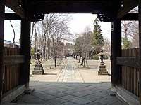 聖天山貴惣門からの参道