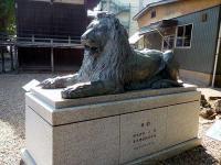 三囲のライオン像