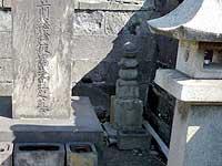 「雨富検校」の墓石