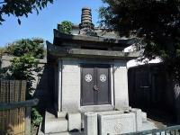 た越後与板藩井伊家の墓所