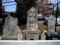 西福寺山門脇の石碑