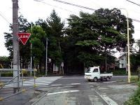 参道を分断する第2産業道路