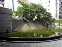 開港広場 池