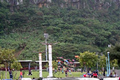 山側では凧揚げ。