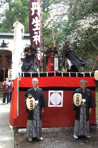丹生神社の棒ささら