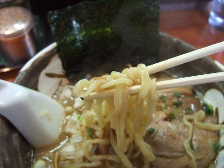 太めのちぢれ麺