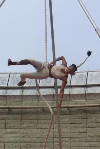 Cirque Baroqueによる空中ブランコ
