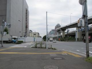 有明第3トンネル終端付近で交差する豊洲・有明埠頭連絡道路