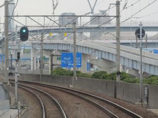 下り列車の前面展望。東雲駅の先は半径1000mのカーブとなっている。
