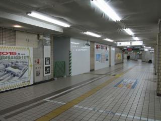 2010年11月に閉鎖された東口改札内の通路。