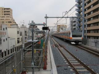 東京方は将来国立支線へ接続する直進部分を本線として利用。