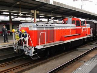 千葉みなと駅到着後すぐにDE10のヘッドマークは取り外された。