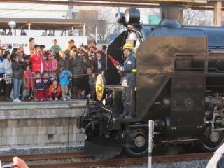 木更津駅到着後はC61を切り離す。