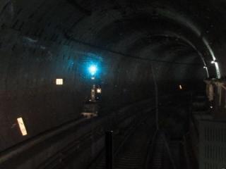 下り列車の前面展望。品川シーサイド駅直後の急カーブ。