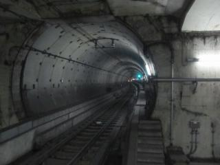 品川シーサイド駅の端から見た東品川トンネル上り線。