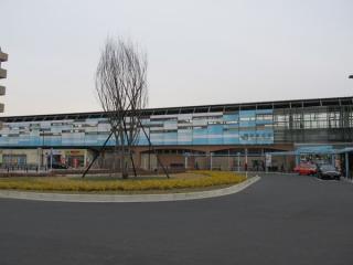 駅前ロータリーから見た矢野口駅