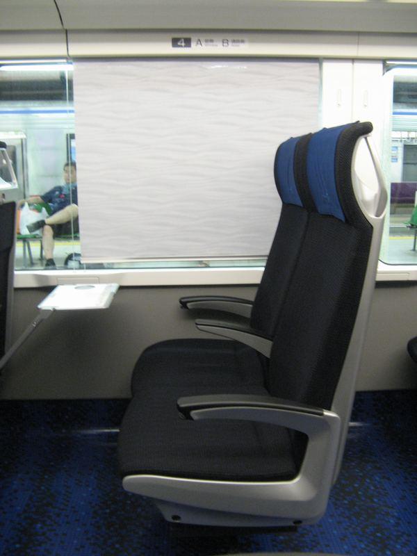 AE形の座席。