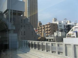 日暮里駅の下り線ホームは3階