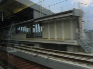 成田湯川駅を160km/hで通過。