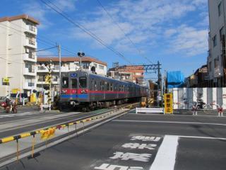 京成曳舟駅北側の明治通りの踏切。