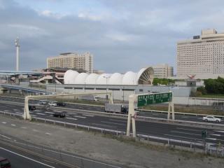 有明コロシアム側から見た国際展示場駅の駅舎。