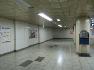 地下3階の押上方の端。画面中央の壁も今後撤去される。