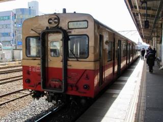 国鉄時代の塗装に復元されたキハ30形(キハ30 62)