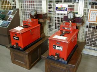 埼玉県の鉄道博物館に収蔵されているタブレット閉塞機。岩手県・秋田県を走る花輪線で1999年まで使用されていたもの。