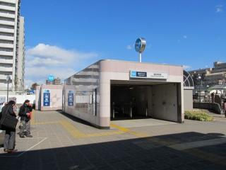 バスロータリーと新砂あゆみ公園の間にある3番出入口。