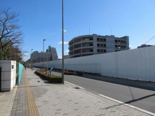 トンネル上部の駐車場は閉鎖され、工事に向けた準備が進められていた。