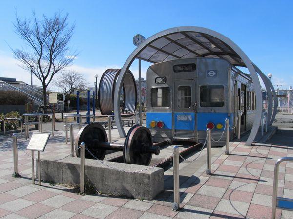 掘削範囲に含まれている新砂あゆみ公園の営団5000系