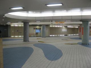 地下横断歩道の内部
